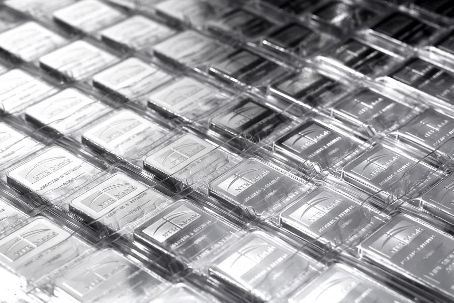 Купить серебряный слиток книги к юбилейным монетам